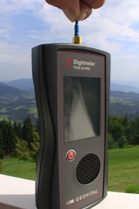 HF Digit merač elektrosmogu na ľudskom tele